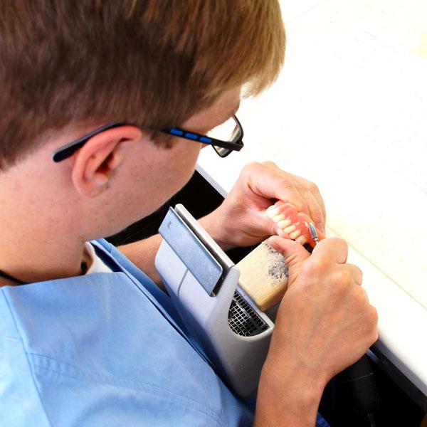 Wir suchen Dentaltechniker